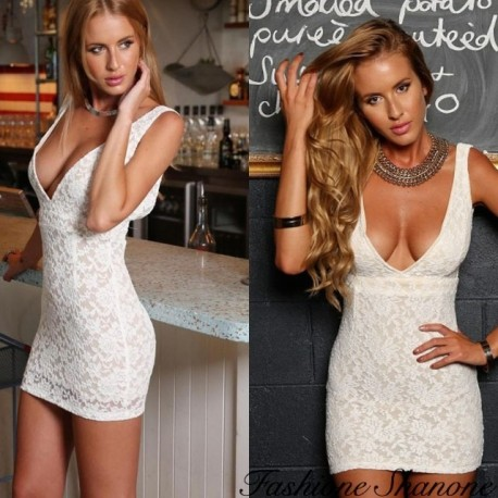 Fashione Shanone - White lace dress with plunging neckline