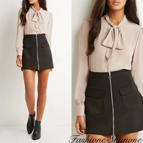 Fashione Shanone - Beige blouse with bowtie