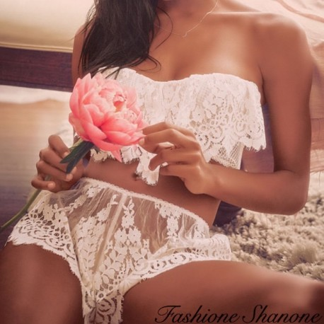 Fashione Shanone - Lace bustier and short set