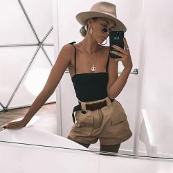 Fashione Shanone - Beige shorts with pockets