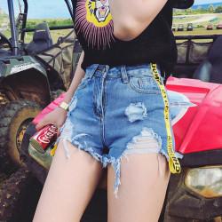 Fashione Shanone - Shorts with yellow strip
