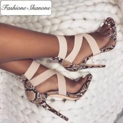 Straps heeled sandals
