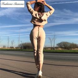 Fashione Shanone - Ensemble de jogging beige avec fermeutre éclair sur les fesses