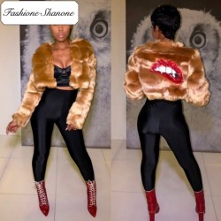 Fashione Shanone - Short fur coat with lips