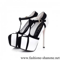 305 - Black and white high heels platform pumps