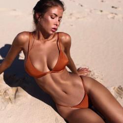 Fashione Shanone | Triangle bikini with thong