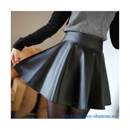 305 - Pleated faux leather skirt