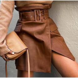Jupe en cuir marron avec ceinture