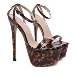 Sandales marrons tachetées