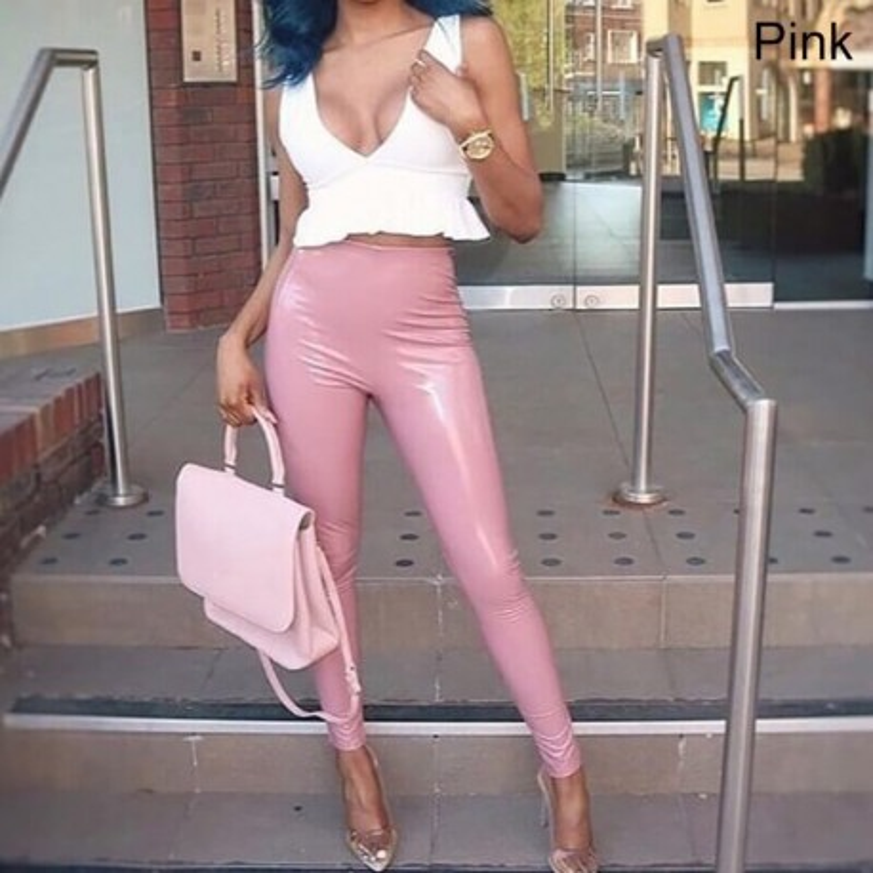 Pantalon en cuir vernis rose
