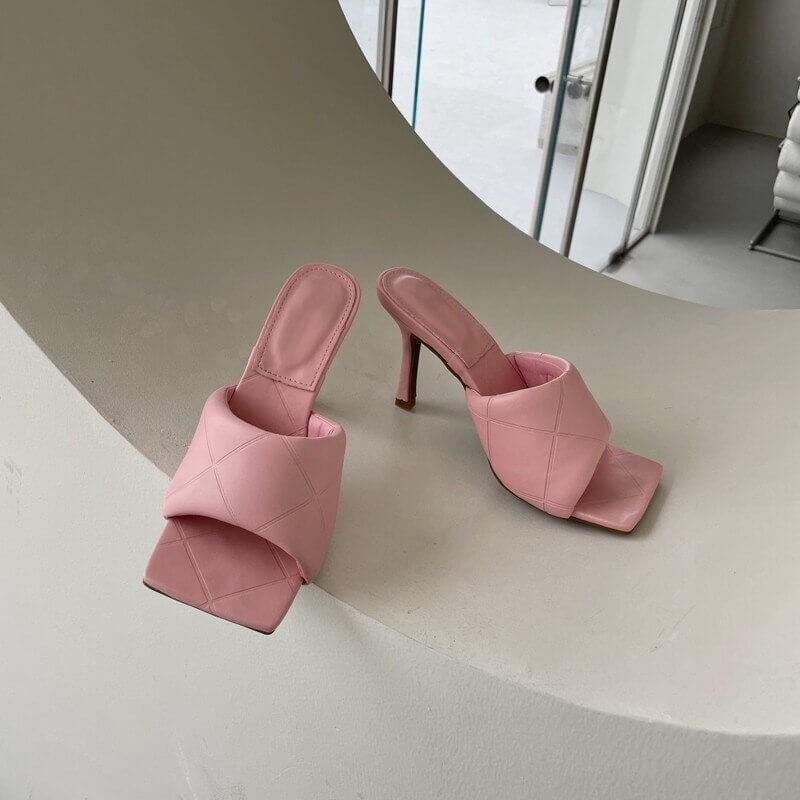Sandales à bout carré roses