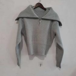 Long zip-neck collar sweater