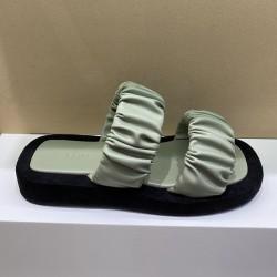 Sandales vertes avec semelles épaisses