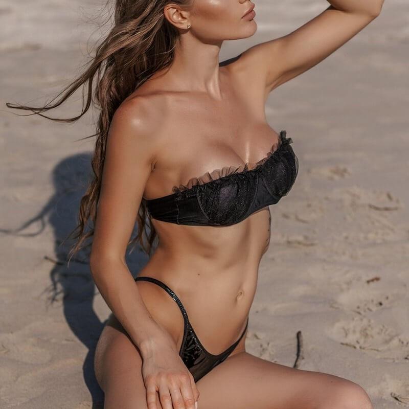 Bikini en dentelle et vinyle