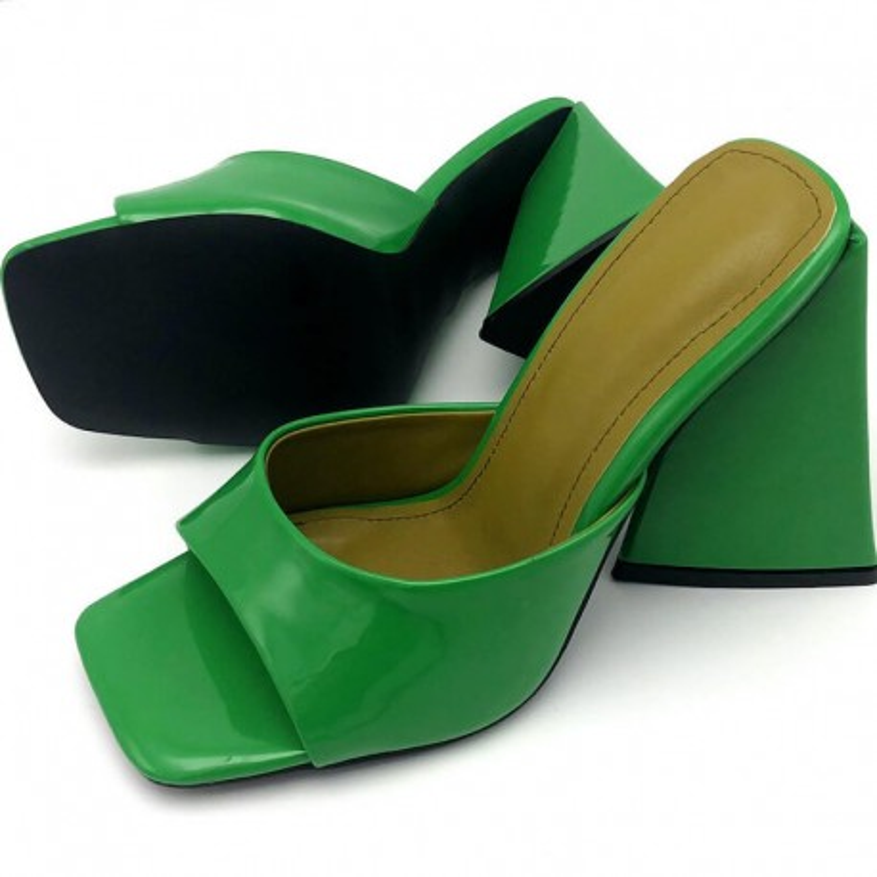 Sandales à talon triangle néon
