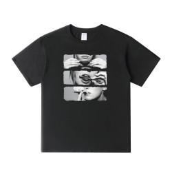 T-shirt roule un joint