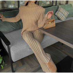 Ensemble pull et pantalon en laine côtelé