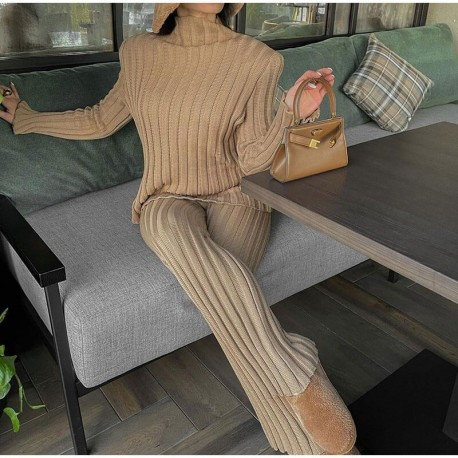 Ribbed wool sweater and pants set