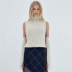Turtleneck sweater with detached sleeves