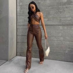 Ensemble top et pantalon en cuir marron
